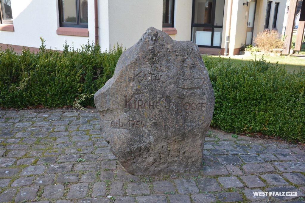 Inschrift: Kath. Kirche St. Josef, erb. 1754