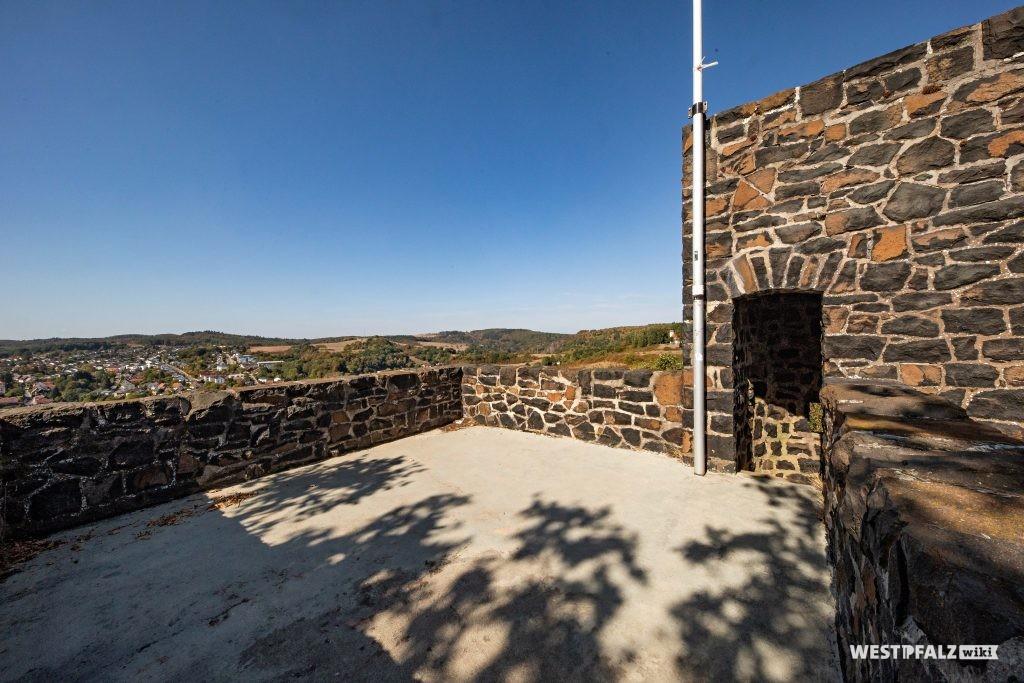Blick von der Aussichtsplattform des Kriegerdenkmals bei Winnweiler