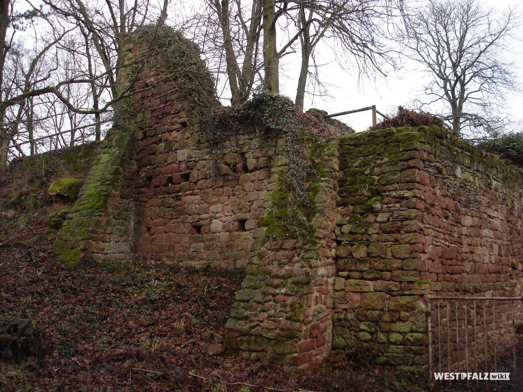 Nordburg der Burgruine Stauf
