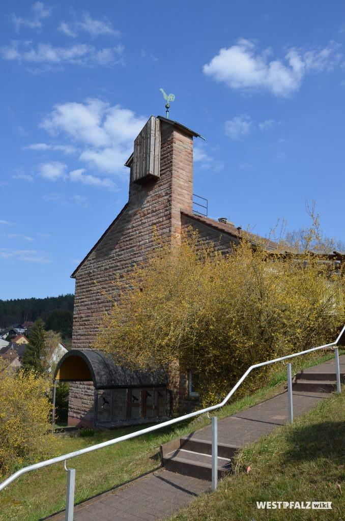Blick von Westen auf die protestantische Kirche in Krickenbach
