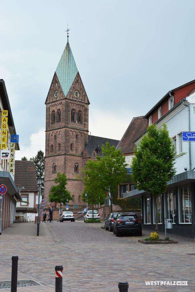 Blick von Norden in Richtung der katholischen Kirche in Ramstein