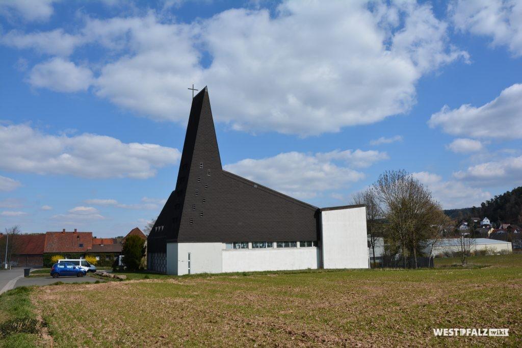 Rückseite der katholischen Kirche St. Josef