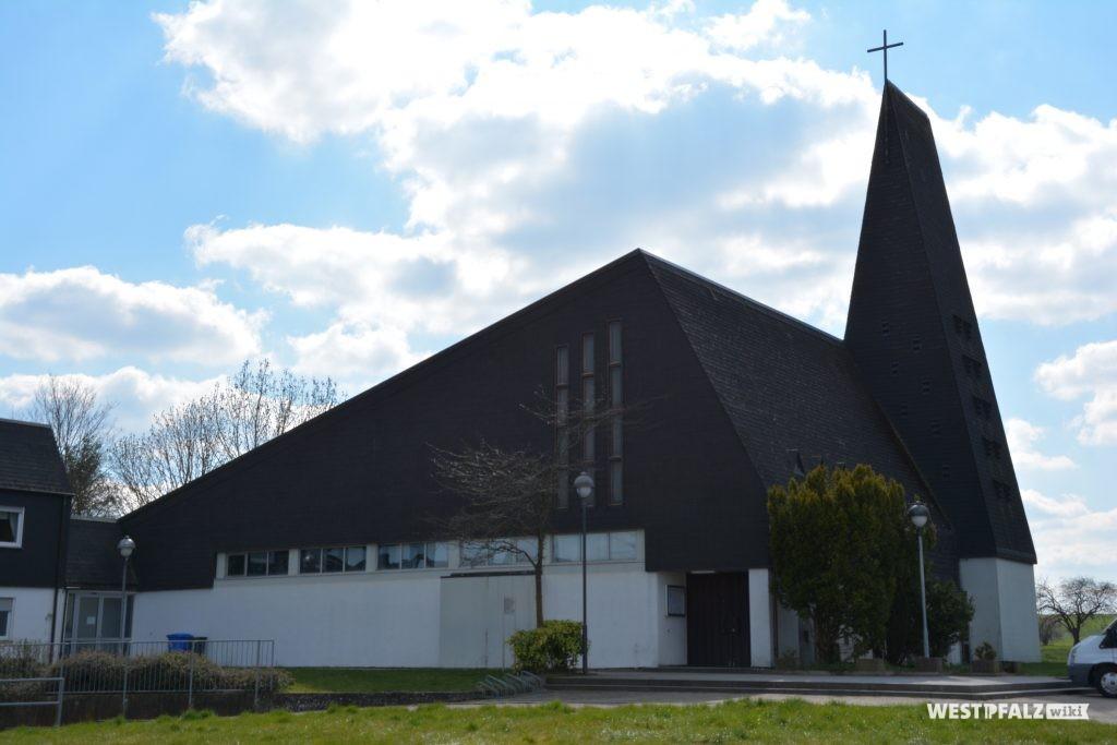 Katholische Kirche in Alsenborn mit Hauptportal