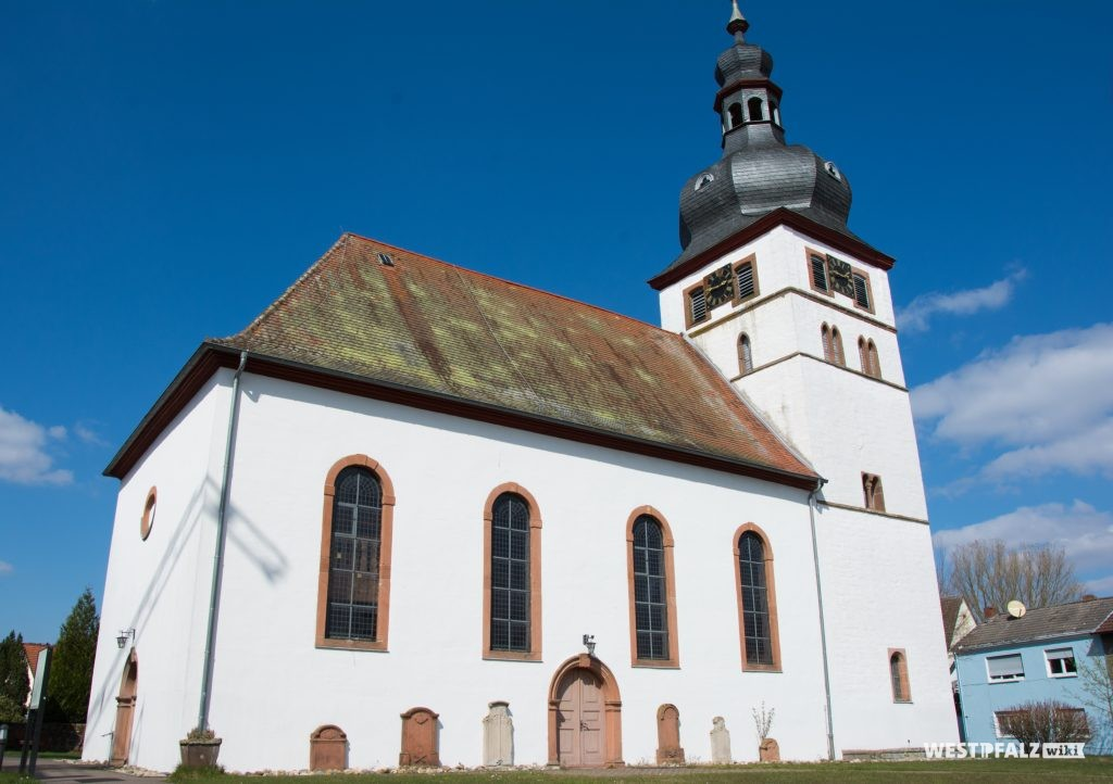 Südseite der protestantischen Kirche in Alsenborn