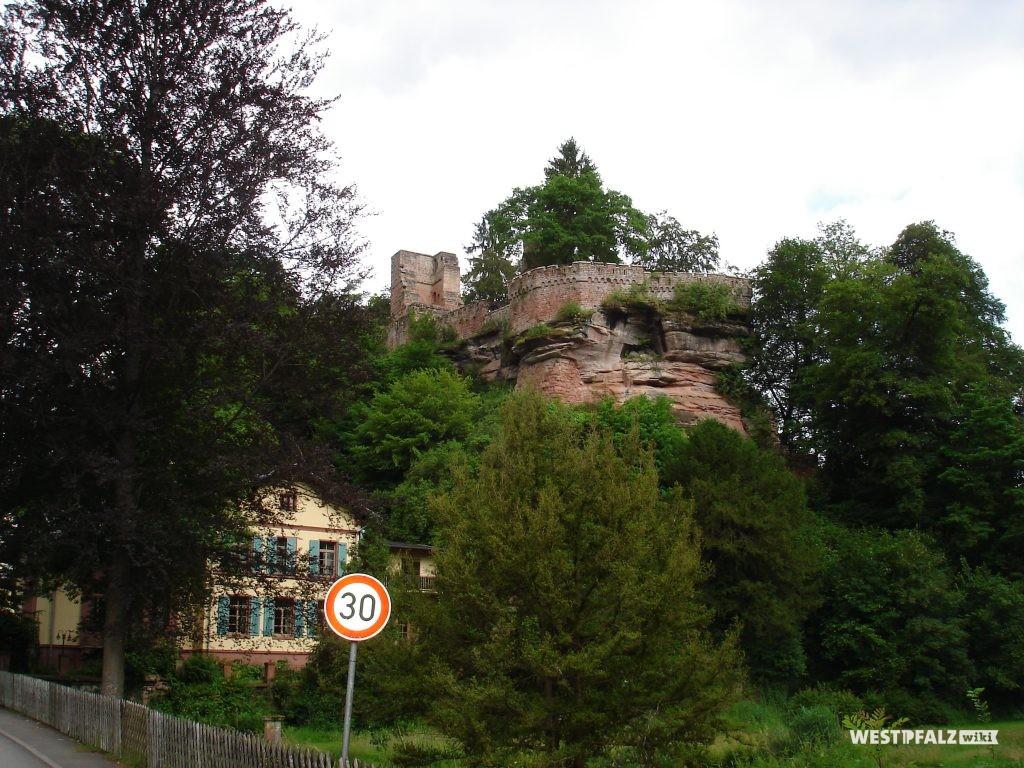 Burgruine Diemerstein mit Villa Denis am Fuße der Burg
