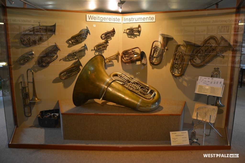 Ausstellung einiger weit gereister Instrumente