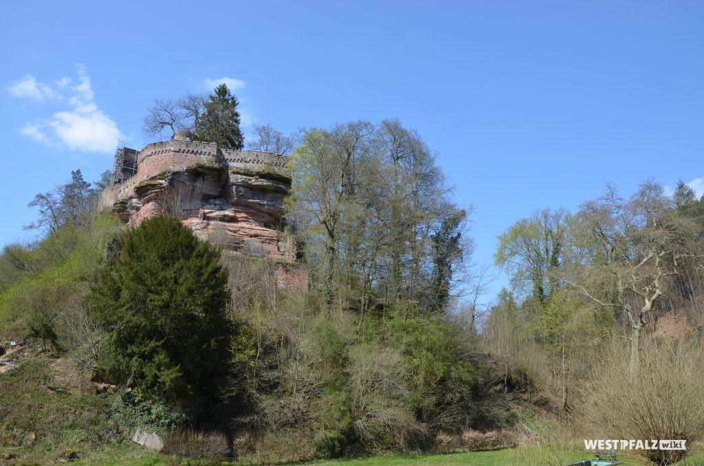 Ostseite der Burg Diemerstein