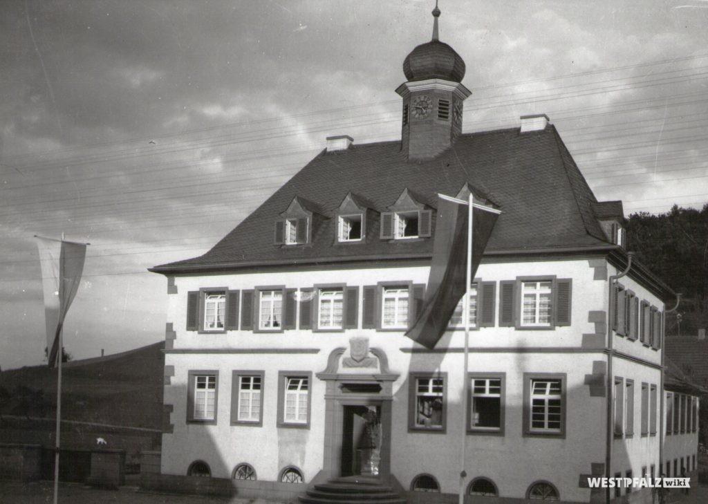 Fertiggestelltes Rathaus