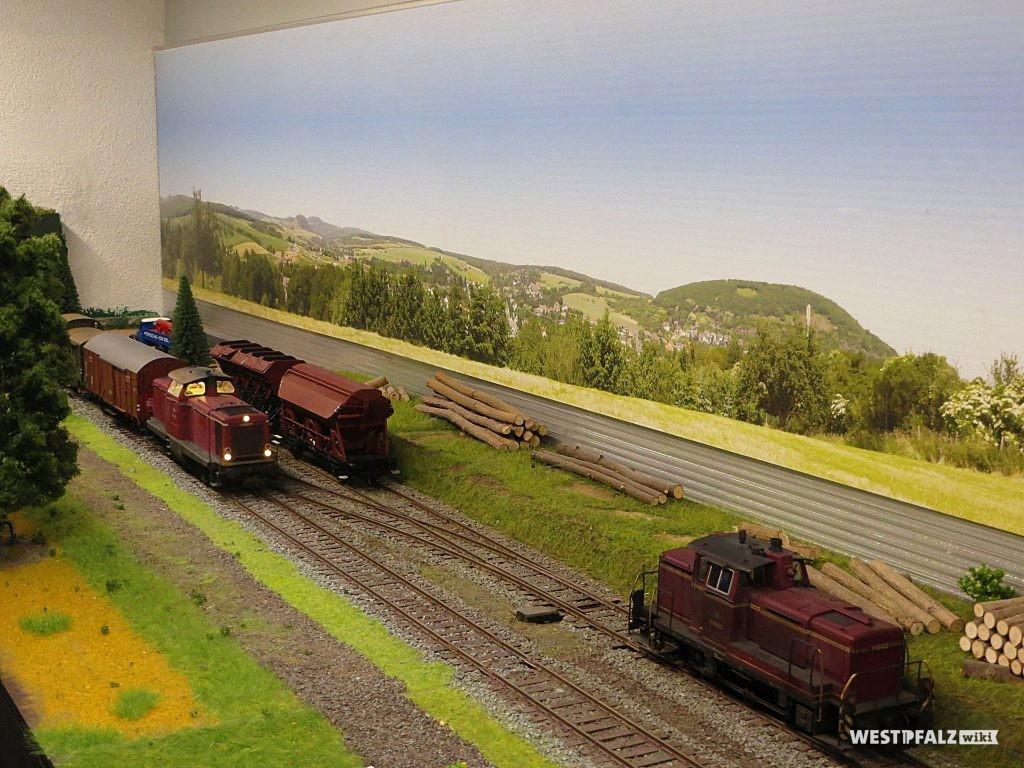 Modelleisenbahnschienen im Bachbahnmuseum Erfenbach