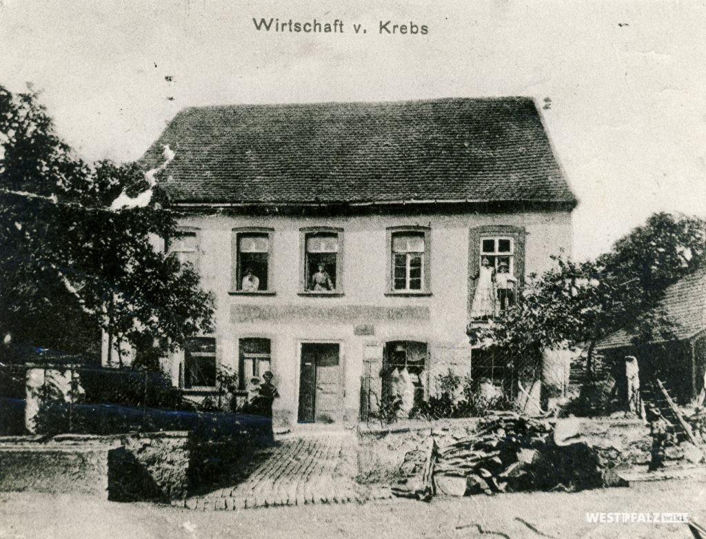 Alte Wirtschaft Krebs in Hinzweiler im Jahr 1920, vor dem Neubau