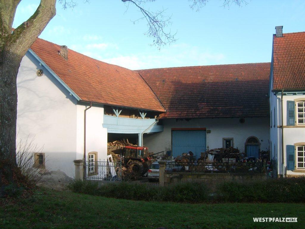 Nebengebäude des Dreiseithofs in Hinzweiler