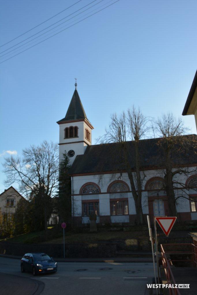 Nordansicht der protestantischen Kirche in Katzweiler von der Mehlbacher Straße