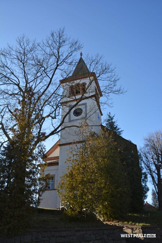 Kirchturm der protestantischen Kirche in Katzweiler (Ostansicht)