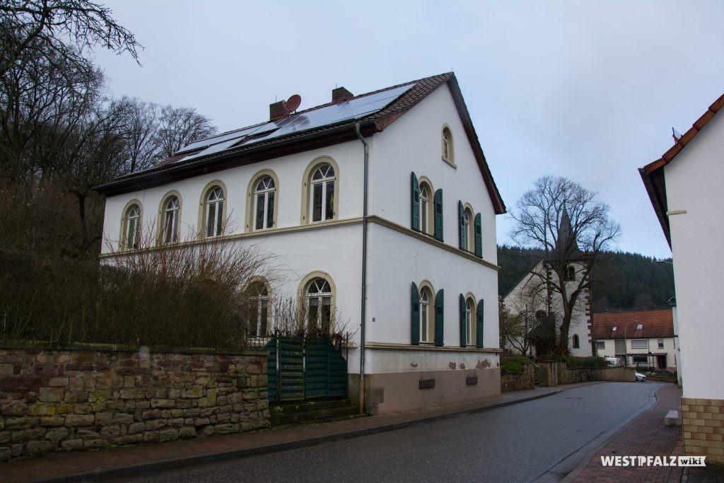 Protestantisches Pfarrhaus in Hinzweiler - Straßenansicht