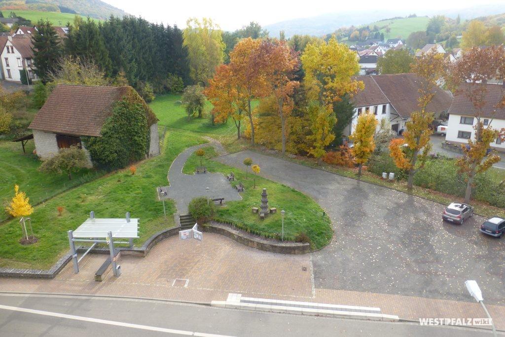 Luftaufnahme des Dorfplatzes in Hinzweiler