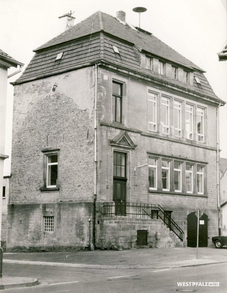 Neues Schulhaus in Hinzweiler um 1990