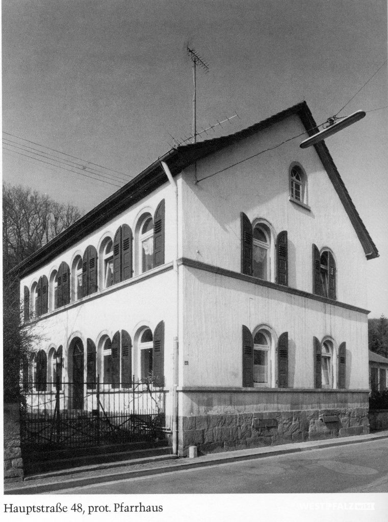 Protestantisches Pfarrhaus in Hinzweiler um 1950 - Straßenansicht
