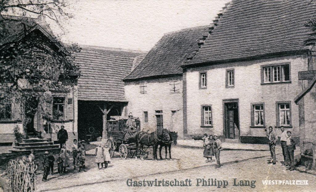 """Das ursprüngliche Gasthaus """"Zur Linde"""" in Hinzweiler um 1900"""