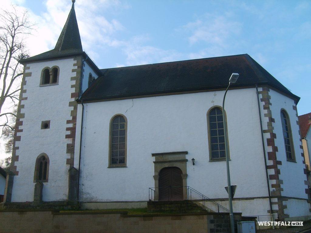 Ostseite der protestantischen Kirche in Hinzweiler