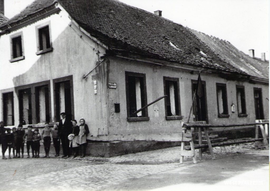 Erstes Volksschulhaus in Erfenbach