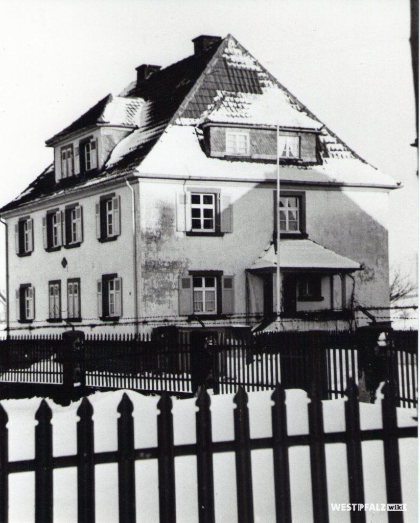 Lehrerdienstwohnungen am Kreuzstein
