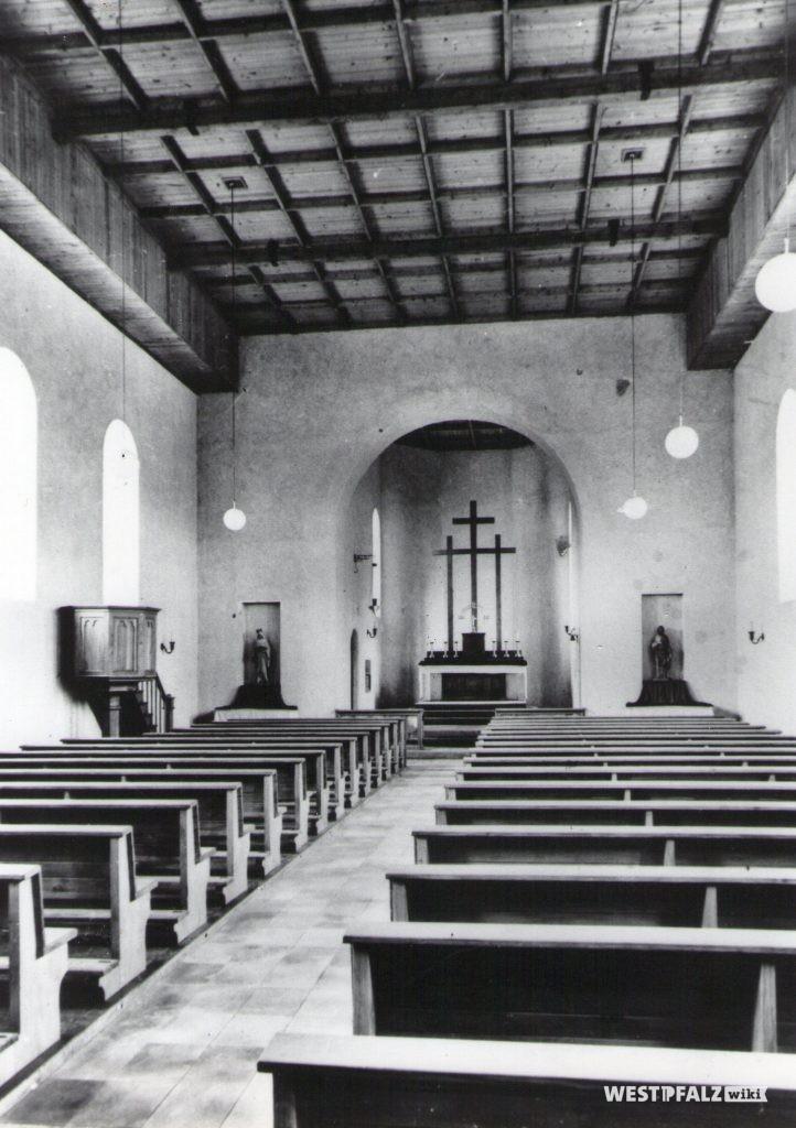Katholische Kirche - Kirchenschiff nach dem Wiederaufbau 1950