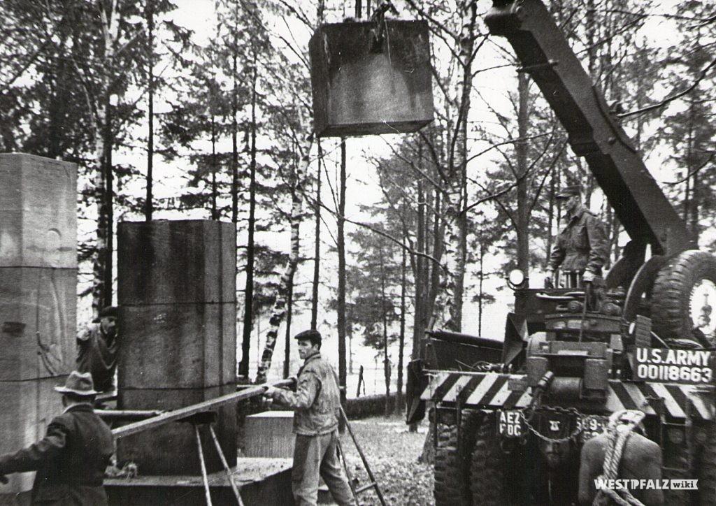 Bauarbeiten zur Ergänzung des Denkmals