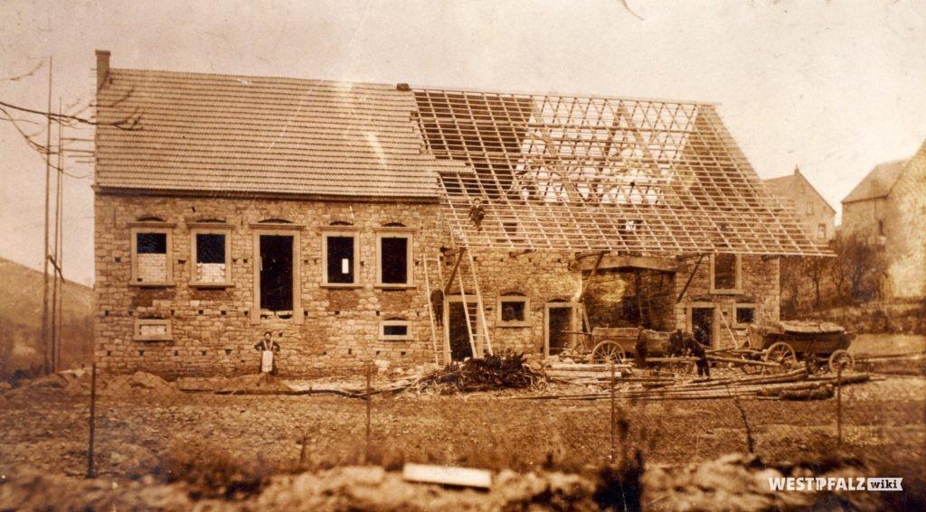 Bauernhaus im Schützenweg während des Baus