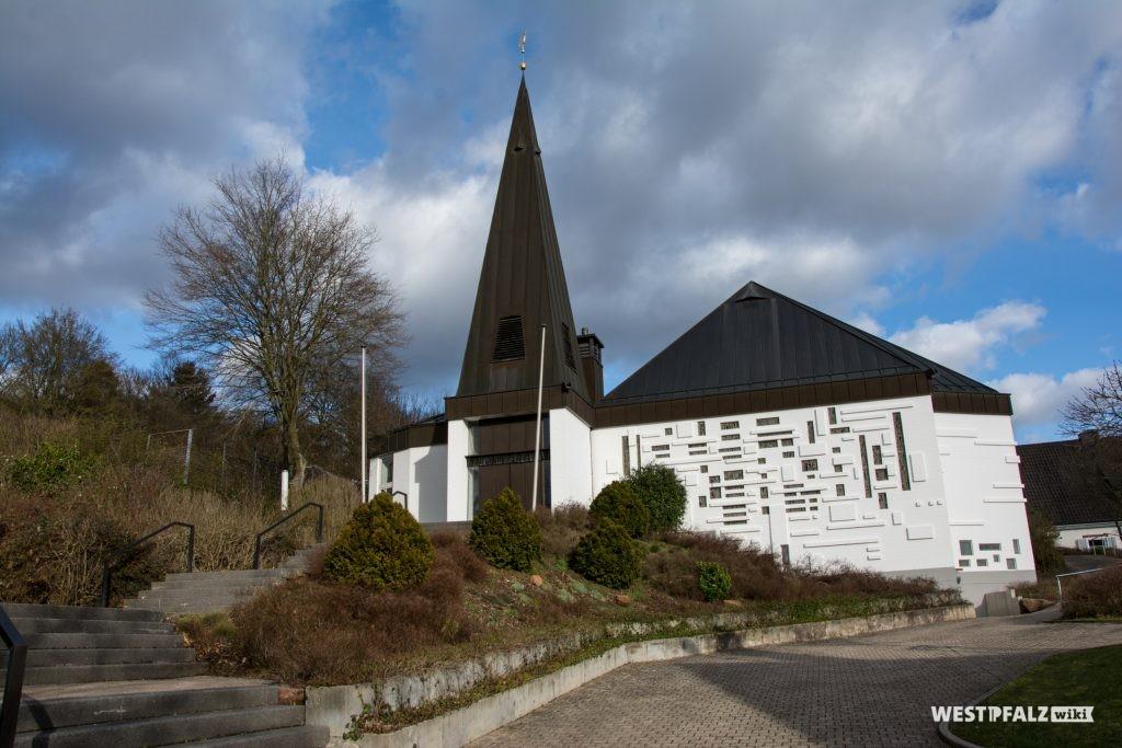 Ostseite mit Hauptportal der protestantischen Kirche in Otterbach