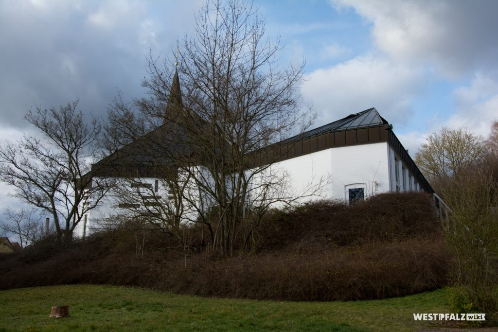 Blick von Südwesten auf die Rückseite der protestantischen Kirche