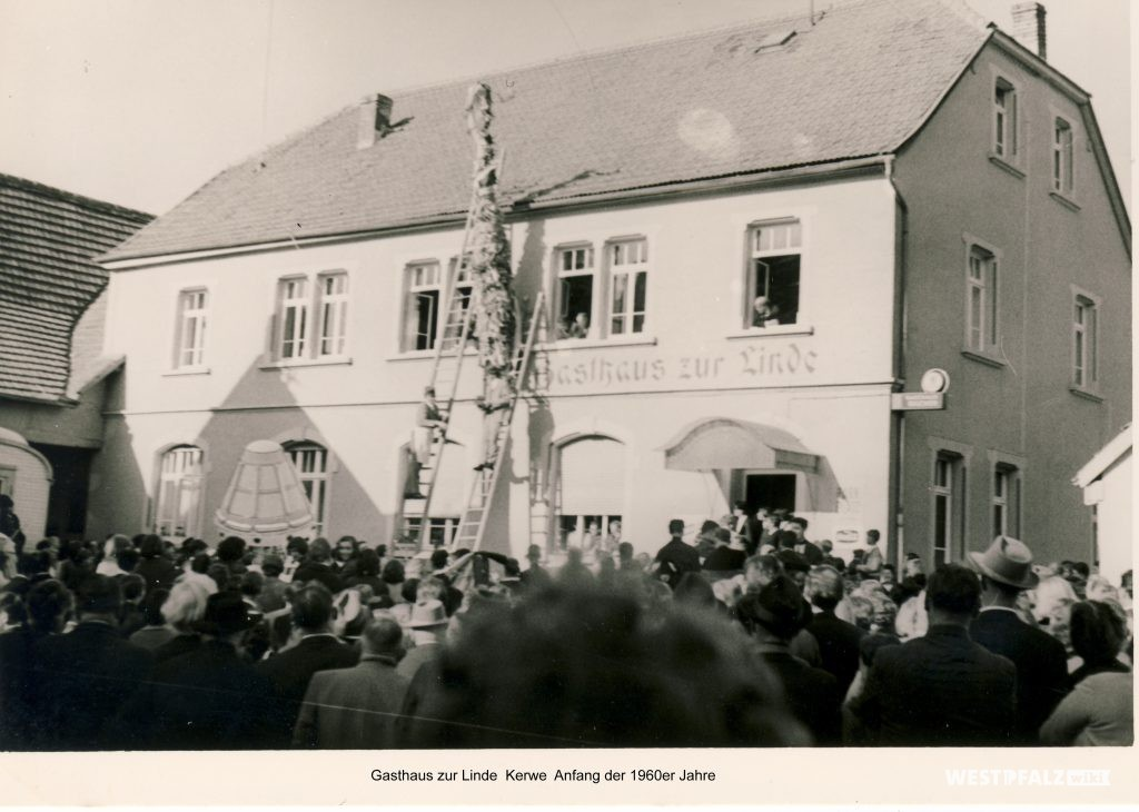 Kerwe vor dem Gasthaus Zur Linde in den 1960er Jahren
