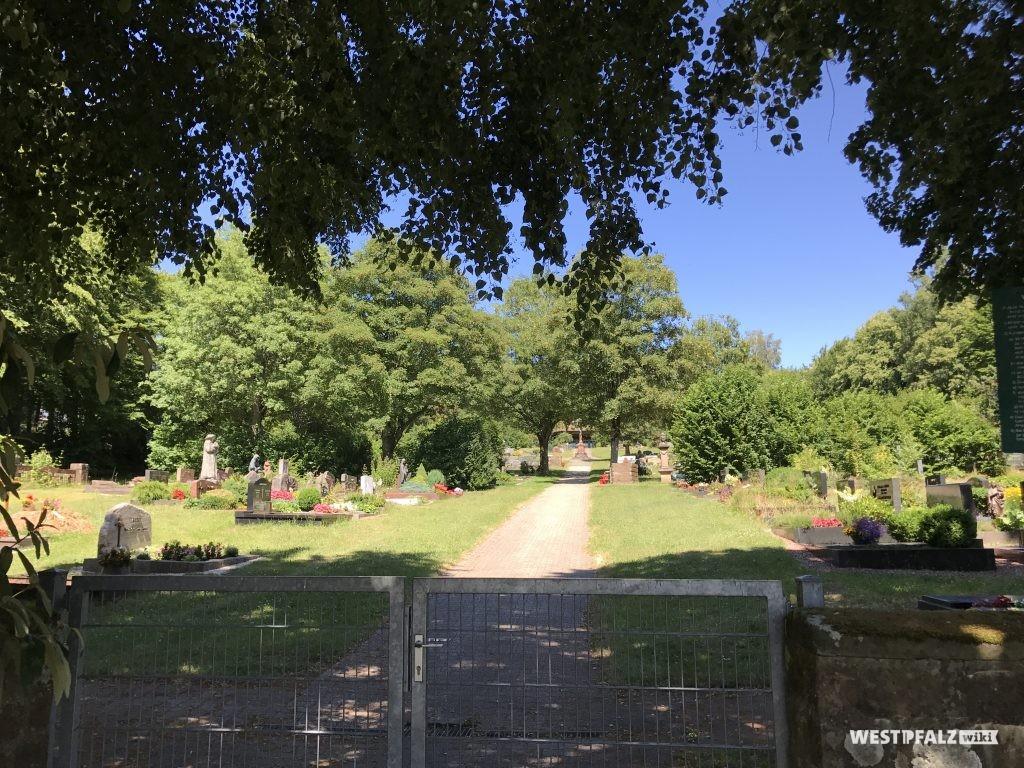 Haupteingang des Friedhofes