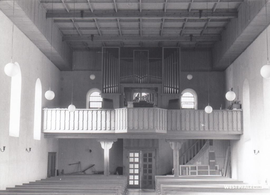 Neu eingebaute Orgel