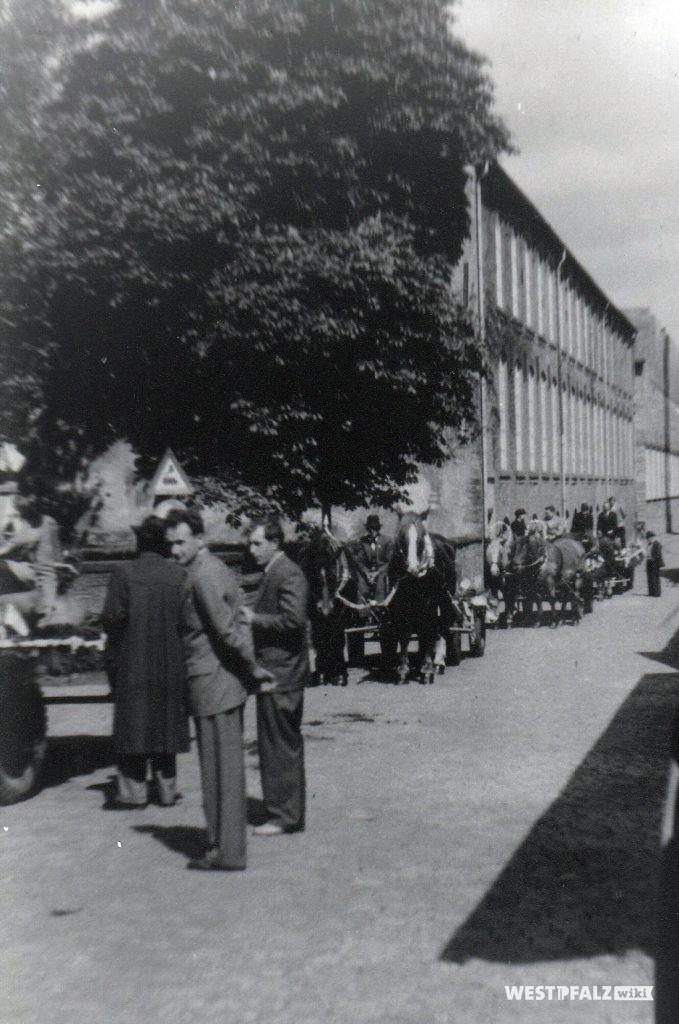Festumzug zur Glockenweihe - Startpunkt Spinnerei Lampertsmühle
