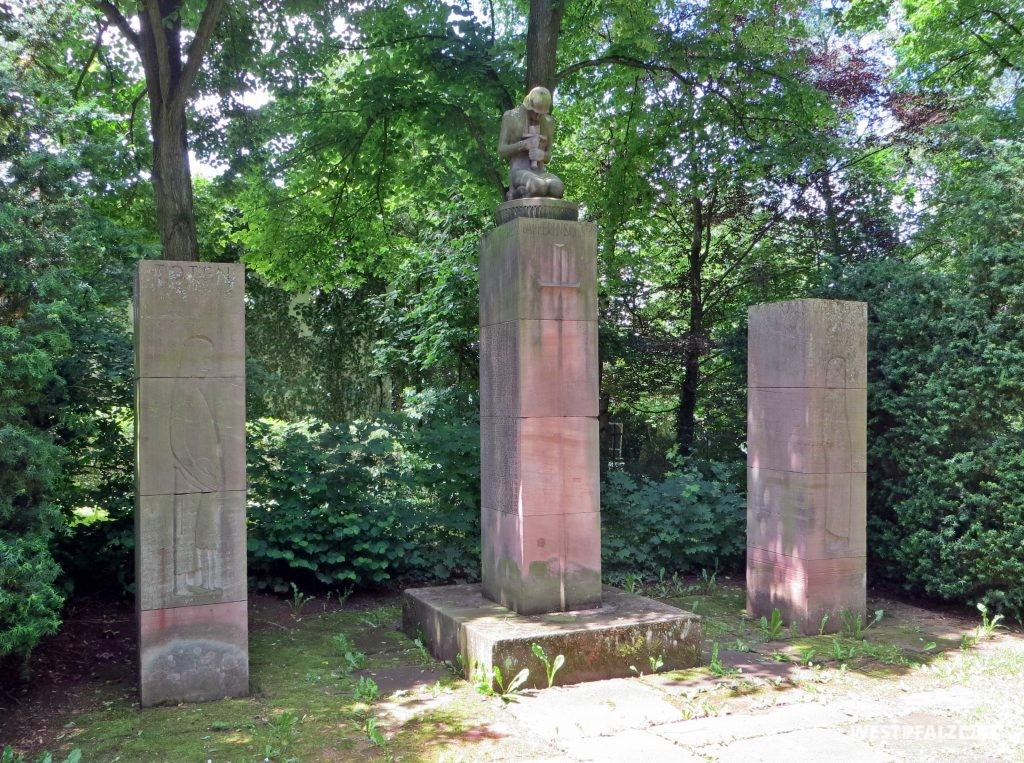 Kriegerdenkmal auf dem alten Friedhof in Erfenbach