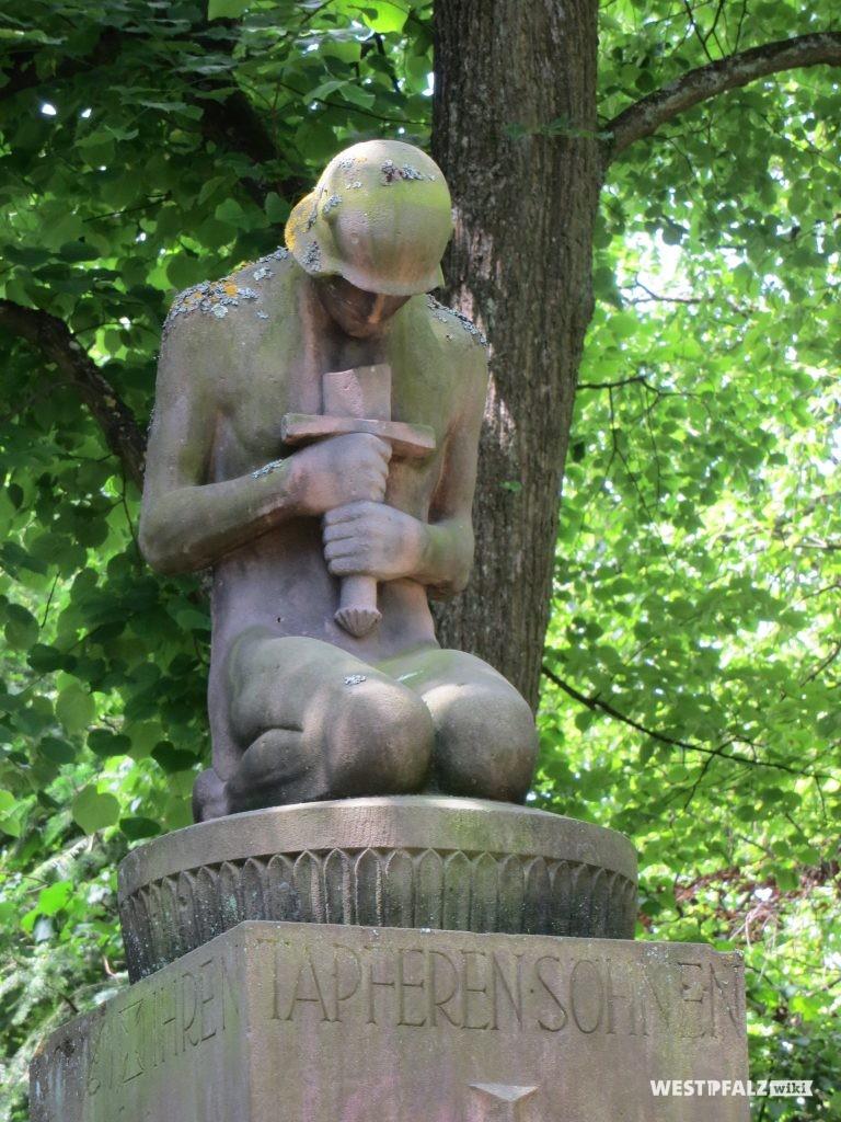 Detail: Kniender Soldat