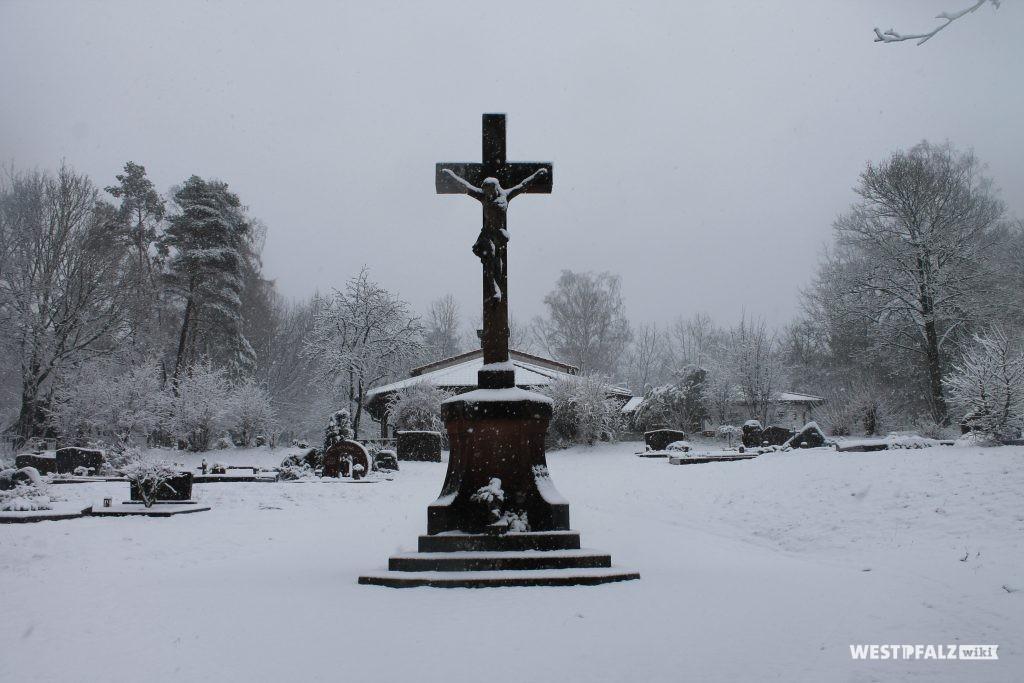 Kulturdenkmal - Friedhofskreuz um 1910