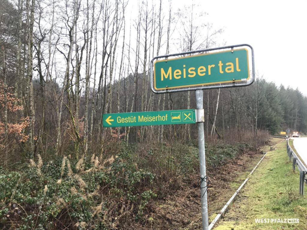 Schild an der L500 - Einfahrt zum Meisertal