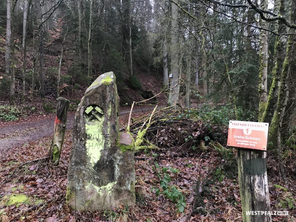 """Denkmal an der """"uralten Schmelz"""""""