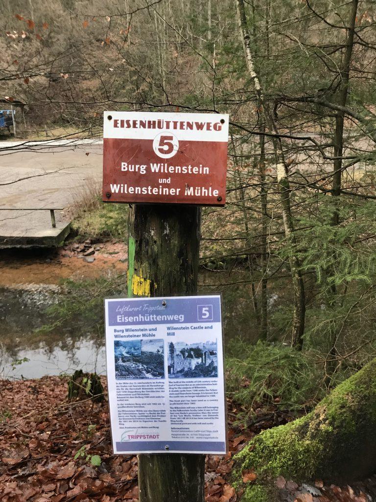 Infotafel des Eisenhüttenwegs an der Wilensteiner Mühle