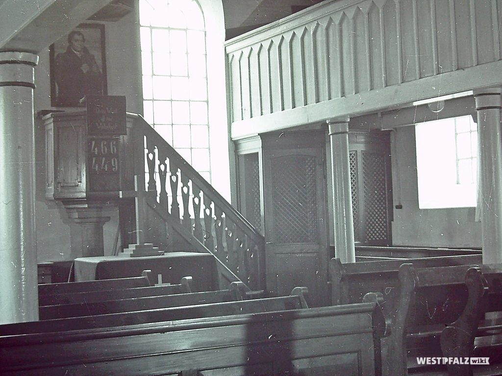 Protestantische Kirche vor dem Umbau - Blick auf Kanzel und Empore