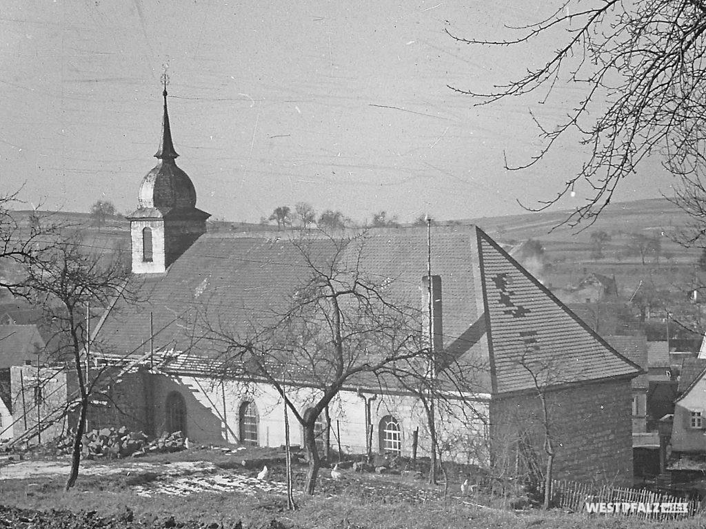 Protestantische Kirche - Umbau Erweitertes Kirchenschiff