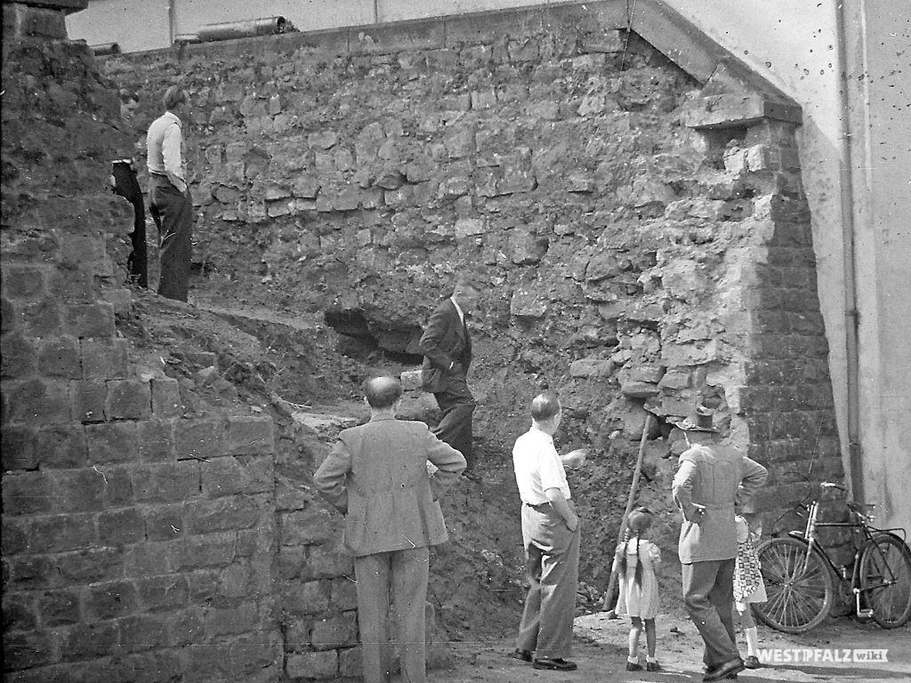 Protestantische Kirche - Ausschachtarbeiten neuer Treppenaufgang