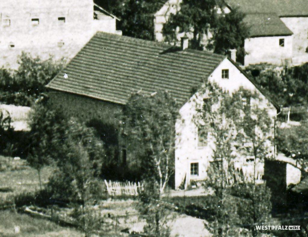 Rückansicht des ehemaligen Bauernhauses Volles