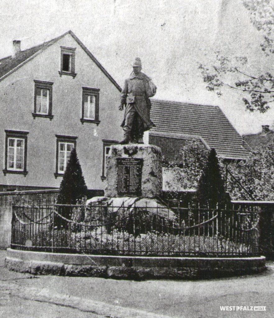 Denkmal an der Schule