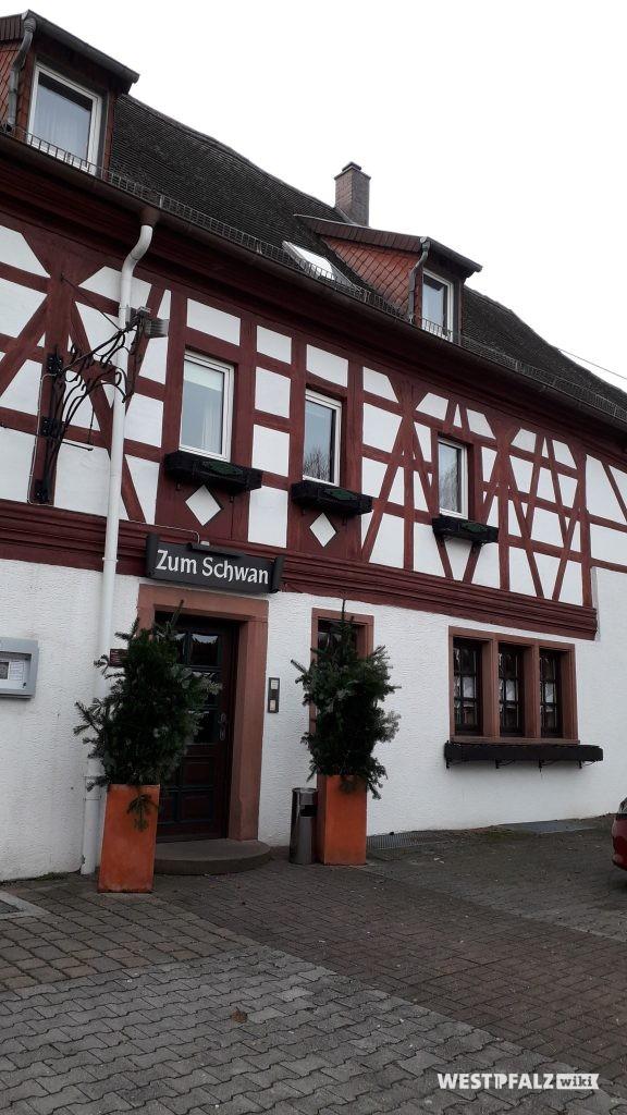 """Eingangsbereich Gasthaus """"Zum Schwan"""" in Trippstadt"""