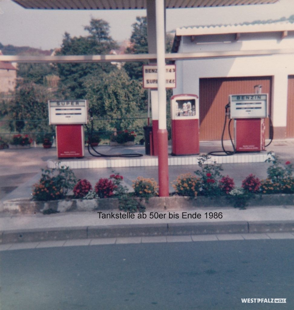 Zapfsäulen der ehemaligen Tankstelle in der Hauptstraße 49