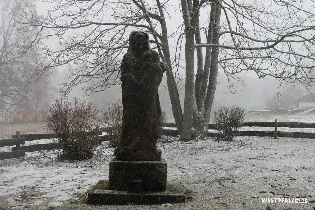 Statue bei der Waldkapelle