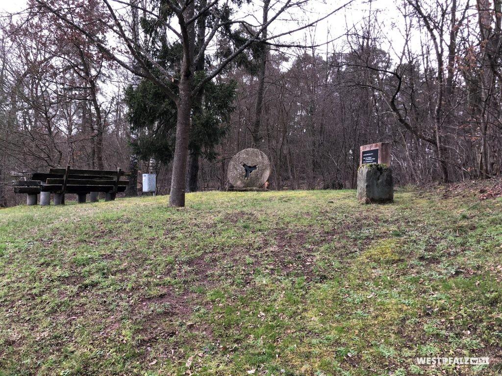 Gedenkstelle an die Unterschernauer Mühle