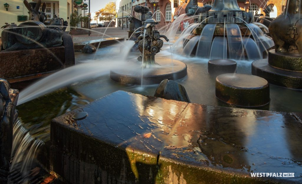 Brunnenelement Opelmotor auf dem Kaiserbrunnen